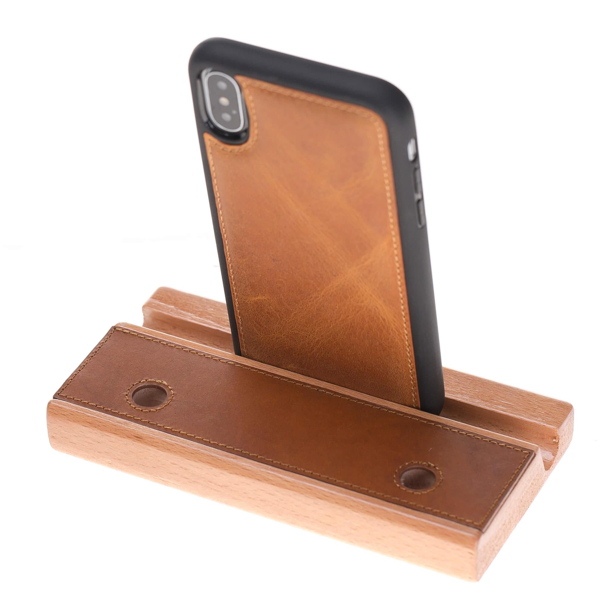 universal halter f r smartphone tablets in cognac braun. Black Bedroom Furniture Sets. Home Design Ideas
