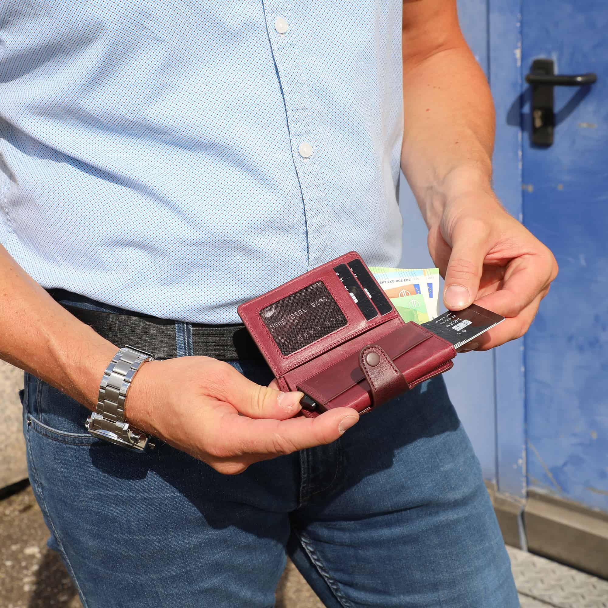 Solo Pelle Leder Geldbörse Q-Wallet mit integriertem Kartenetui für 15 Karten + Geldscheine geeignet   Kreditkartenetui mit RFID (Weinrot + abnehmbares Kartenetui)