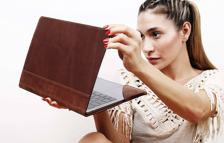 Solo Pelle Ledertasche für das MacBook Pro 15-16 Zoll Lederhülle Case Hülle Münich für das Apple MacBook Pro 15 + 16 Zoll aus echtem Leder in Cognac Braun Burned